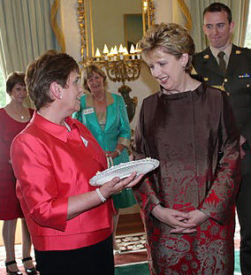 Irish-Pres-receives-gift